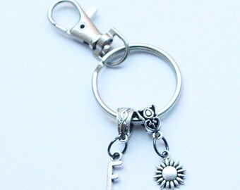 Personalise gift, Personal sunflower keyring/ Silver letter keyring/ Summer keyring/ Flower keyring/ Bestfriend keyring/ Personalised gift