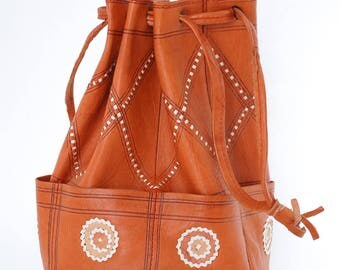 vintage leather bucket bag | tan leather purse | shoulder strap handbag | small casual everyday bag