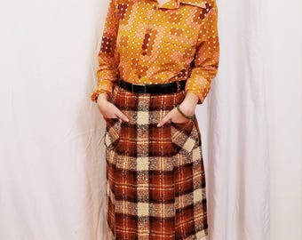 60s Mod Plaid Tweed Skirt Brown Orange Cream Wool Skirt. Pockets Details.  Knee Length. Size Medium.