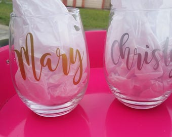 Bridesmaids Glass, Custom Wine Glass with Name in Gold, Bachelorette Glasses, Bridal Party Glasses, Personalized Wine Glass, Wine Glasses