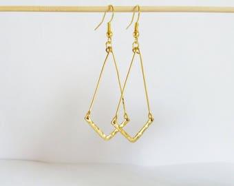 Earrings minimalist gold Chevron hammered effect
