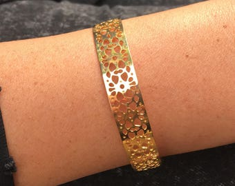 Thin gold plated bracelet/bangle lace flower pattern