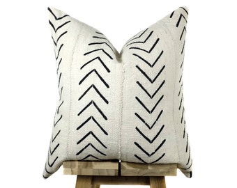 Mudcloth Pillow Cover, African Mud Cloth   Cream and Black   'Asha'