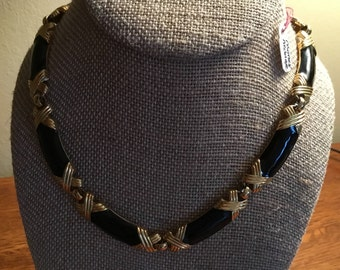 Monet Necklace black and gold