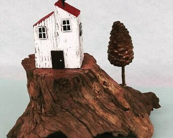 house miniature, tiny house, diorama, driftwood art, driftwood sculpture, reclaimed wood, richidriftwoodart, gift, little house, cliff, tree