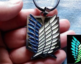 Attack on Titan -GLOW IN DARK- Shingeki no Kyojin - Scouting Legion - Wings of Freedom Bronce Metal Necklace