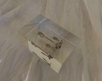 petit bloc d'altuglas, plexiglas avec une ancre marine, presse papier ou décoration,small block of altuglas, plexiglass with a marine anchor
