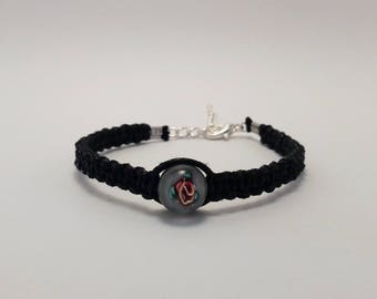 Macrame bracelet in black waxed cotton with glass bead