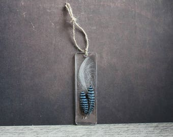 Rectangle bookmark, 9.5 x 3 cm, including 3 feathers and resin