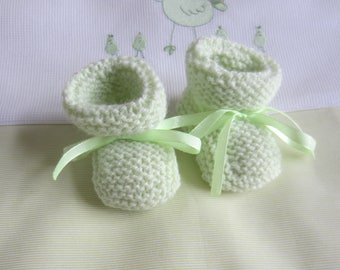 "Slippers color ""Lime green"" newborn baby handmade knit baby wool"