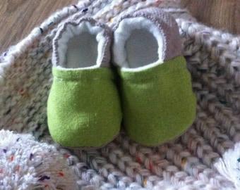Soft two-tone baby, newborn booties