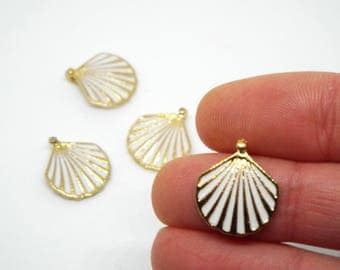 2x Small Shell Enamel Charm 14mm x 19mm. Ivory enamel set on a gold tone heart