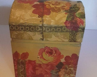 Small storage chest - Decoupage