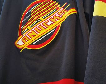Vintage 90s Vancouver Canucks CCM Jersey / Vintage Vancouver Canucks / Vintage CCM Jersey