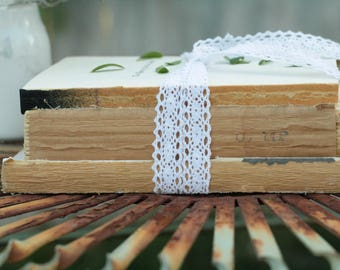 SET OF 10 Stacks of 3 Vintage Unbound Books Wrapped in Twine, Unbound Book Centerpiece, Rustic Wedding Centerpiece, Naked Book Stack Set
