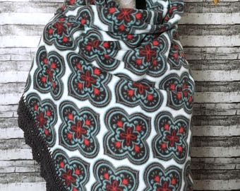 Medallion wrap / crochet edge wrap / bohemian shawl / lapghan / blanket scarf