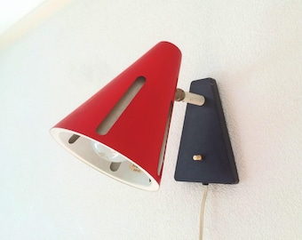 Vintage H. Busquet for HALA Zeist 'zonneserie' wall lamp, 1960s, Dutch Design Icon, Red, Sun series