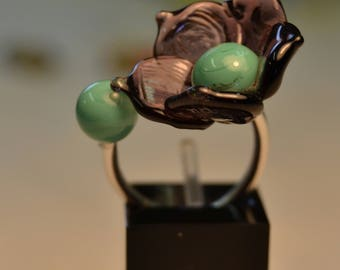 Ring flower, green opalescent and purple
