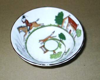 Wedgwood Hunting Scenes Small Twisted Bowl