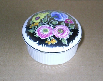 Wedgwood Susie Cooper Floral Lustre Small Round Box