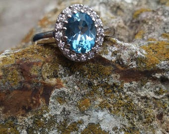 Stunning 1.21 ct Blue Topaz Ring