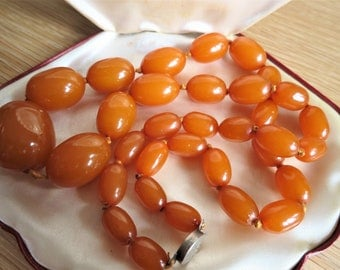 Long Art Deco honey bakelite necklace with large beads