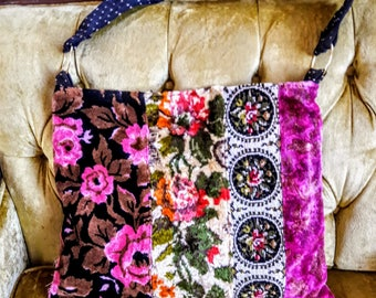 Pretty floral tapestry carpet bag with pinks