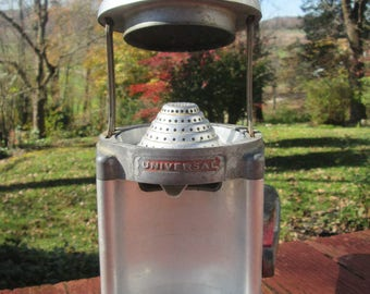 Vintage Aluminum Universal Juicer - Hand Citrus Juicer - 1950s Kitchen Appliance - Country Kitchen Decor