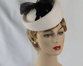 Vintage 1990s Hat White Wool Asymmetrical Fascinator with Black Feathers Sz 22