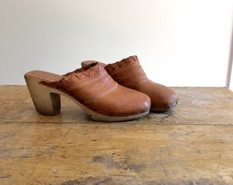 vintage stitched leather and wood clogs size 8.5 9 shoes