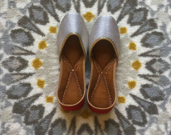 Hand-made Two-color Indian Ballet Flats/Juthis/Khussa/Mojari/Slip-on/Jooties