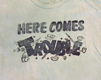 Vintage 80's Here Comes Trouble t shirt size L