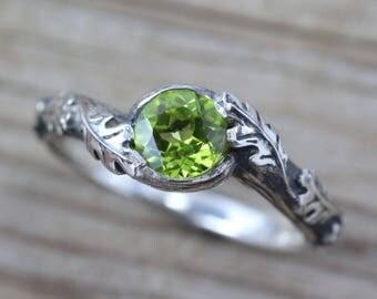 Peridot Leaves Ring, Silver Peridot Leaf Ring, Leaf Ring With Peridot, Silver Friendship Oak Tree Ring, Natural Floral Oak Tree Silver Ring