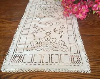 Lace Table Runner with Matching Doily Vintage Dresser Scarf Table Linens