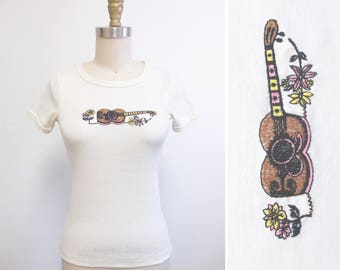 Vintage 1970s Tshirt   Embroidered Guitar Ukulele and Flowers 1970s Fitted Tee   size small