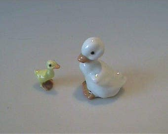 Vintage 1980's miniature Hagen Renaker papa white duck and yellow duckling
