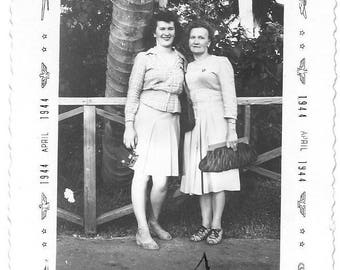 Vintage Photo - Ladies Visiting Miami Florida  - U.S.A. 1944 - Black & White original print - Dated edging