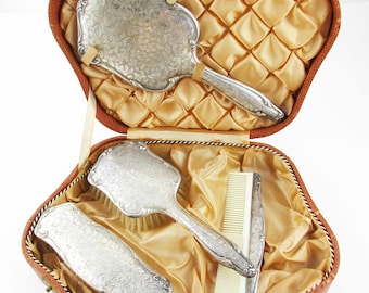 Elegant Lady's Grooming Set - 835 Sterling - Hair Brush, Mirror, Comb - Clothing Brush - Lined Hardboard Carrying Case With Clasps