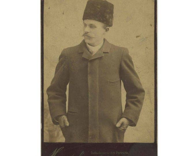 Antique Cabinet Card Photo: Man in Astrakhan Hat, Henshel Instantaneous Art Portraits, Chicago (78596)