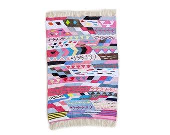 "67""X45"" Handwoven moroccan kilim rug, boucherouite rug, handmade rug, geometric pattern, colorful rug, chic ethnic, moroccan decor"