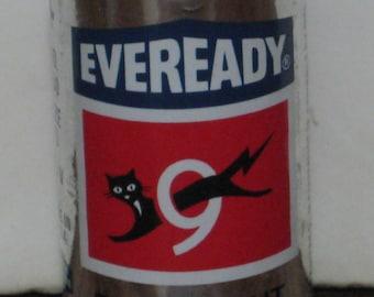 Eveready D Cell Flashlight Battery 9 Lives Logo Silver Union Carbide 1970s Vintage