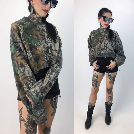 90's Camo Print Cropped Long Sleeve Sweatshirt Large - Crew Neck Slouchy Cotton Camouflage Pullover Jumper - Green Brown Drab Camo Crop Top
