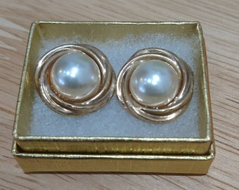 Vintage 9ct gold pearl stud earrings