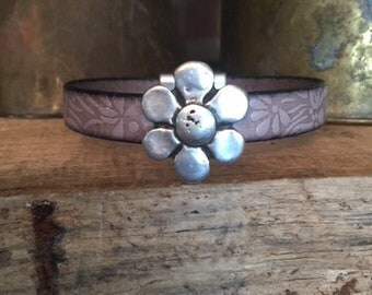 Leather Bracelet - Embossed Gray with Antiqued Daisy and Magnetic Clasp
