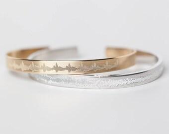 Custom Sound Wave Bracelet - Baby's Heartbeat Bracelet - New Mom Gift - Engraved Bracelet - Heartbeat Jewelry - Music Soundwave Jewelry