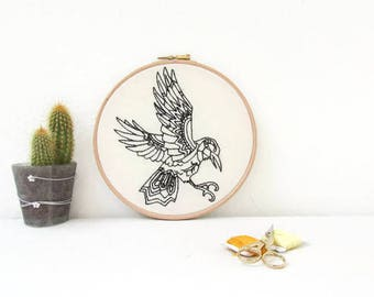 Raven embroidery hoop art, bird woodland animal decor, gothic crow hand embroidery, gothic decor, animal lovers gift, handmade in the UK