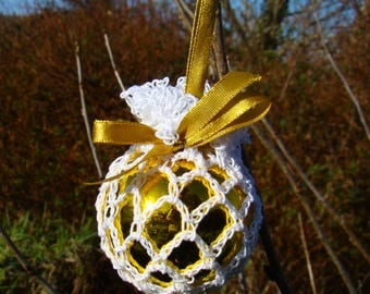 Retro Crochet irish lace bauble -Gold