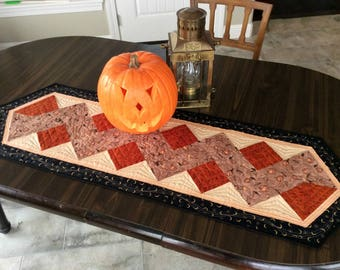 Quilted Halloween Table Runner, Rustic Home Decor, Primitive Country Table Topper for Halloween Party