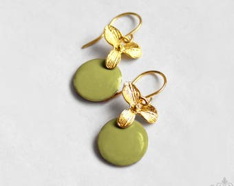 Ich bin Luxus - 'Emaille for YOU petit - pistachio' orchid earrings