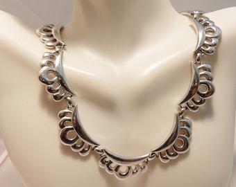 Silver Tone Scallop Monet Vintage  Necklace